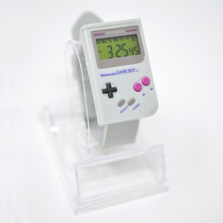 game-boy-inspired-wristwatch-1