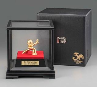 mega-man-30th-anniversary-pure-gold-statue-5
