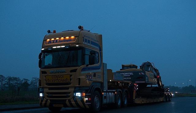 truck-536218_640