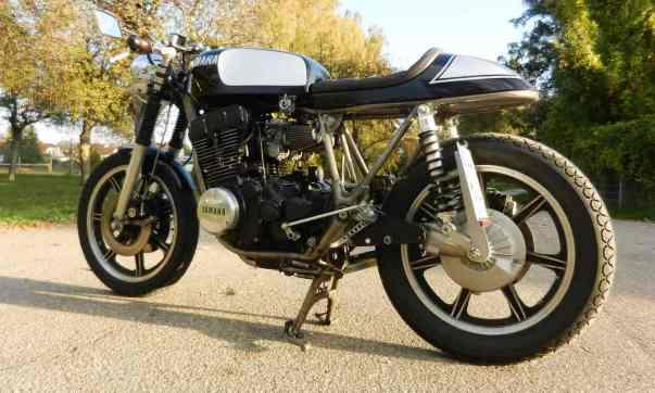 Knackig, clean und leicht sollte der Yamaha XS 750 Cafe Racer werden