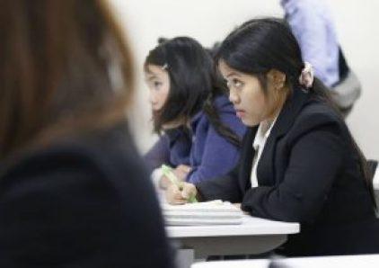عمال أجانب يخوضون أمتحاناً للغة اليابانية في طوكيو | وكالة كيودو