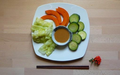 ONYASAI – gedämpftes Gemüse mit Sesamsauce