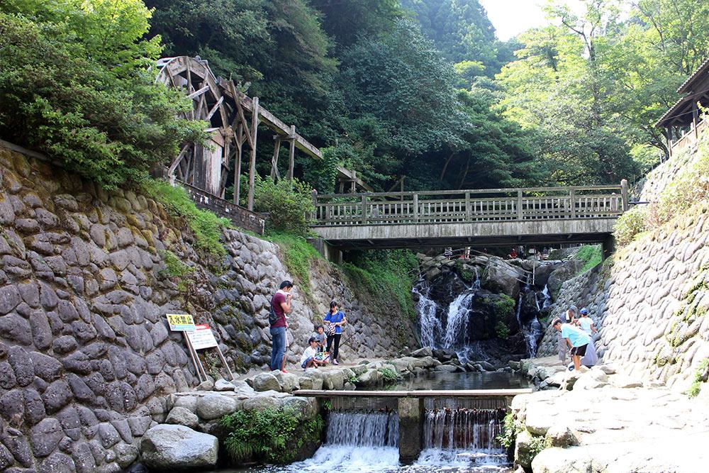 Shiraito No Taki Wasserfall