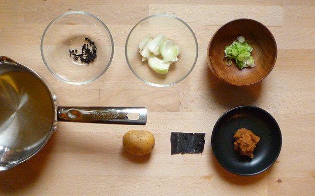 JAGAIMO NO MISOSHIRU - Misosuppe mit Kartoffeln