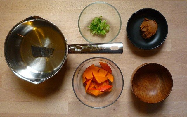 KABOCHA NO MISOSHIRU - Misosuppe mit Kürbis