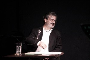 Nach der Pause liest Martin Umbach sehr witzige Geschichten ...