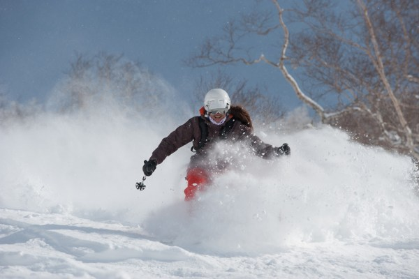 Chie showing her usual appreciation for the amazing Niseko snow