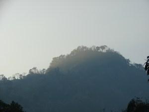 পাহাড়ে ভোরের উজ্জ্বল চ্ছটা, এনেঙ পাড়া থেকে তোলা (ছবি: নাকিব)