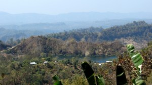 কিওক্রাডাং থেকে বগায় নামার পথে দূর থেকে বগা (ছবি: লেখক)