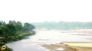 মহানন্দা নদী, এপারে ডাকবাংলো, ওপারে ভারত (ছবি: লেখক)