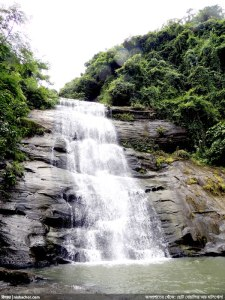 খইয়াছড়া/ খৈয়াছড়া ঝরণা, মিরসরাই, চট্টগ্রাম - জুলাই ২০১৩। (ছবি: নিশাচর)