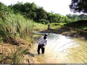 পথে পথে নদী পার হওয়া লেগেছে, হাঁটু কিংবা উরু পানি দিয়ে - তথৈবচ (ছবি: নিশাচর)