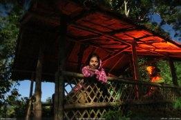 পাহাড় চূড়ার বিশ্রামঘরে চন্দ্রাহত ইতি আপু (ছবি: মোহন)