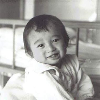 今年、生誕半世紀、偶然古い写真が出てきたので、むかしを振り返る特別企画第3弾何故かカメラ目線の幼児の私#生誕半世紀 #50才