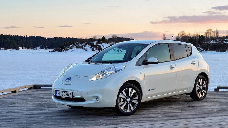 2016 nissan leaf front view