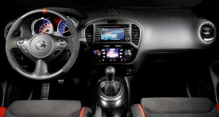 2017 Nissan Juke Nismo interior