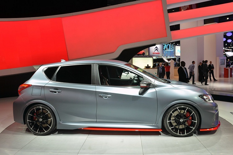 2017 Nissan Pulsar Nismo side view