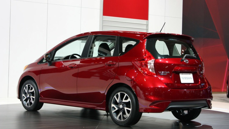 2016 Nissan Note rear view