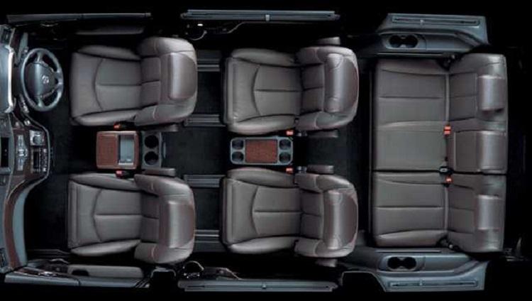 2016 Nissan Elgrand interior