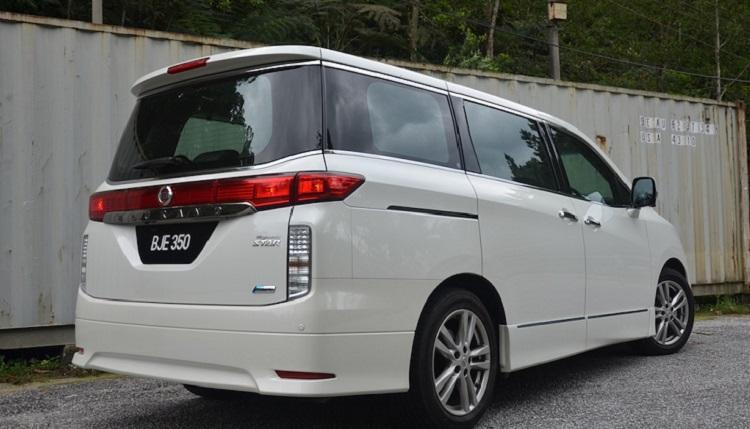 2017 Nissan Elgrand rear view