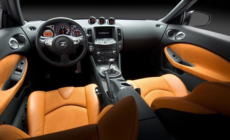 2019 Nissan 370z interior