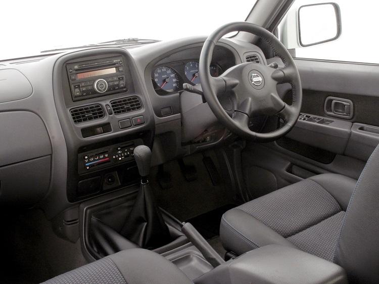 2017 Nissan NP300 Hardbody interior