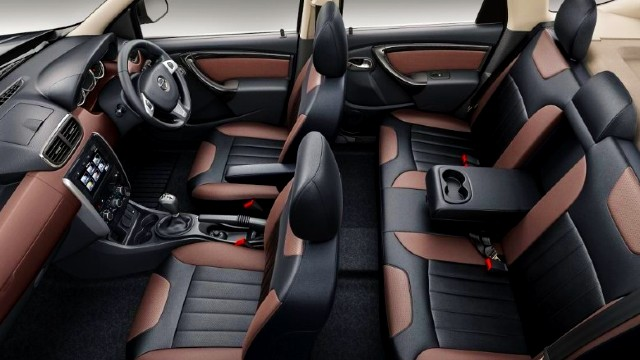 2022 Nissan Terrano interior