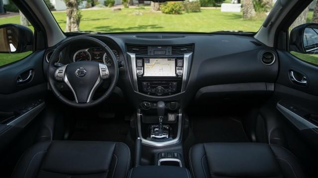 2022 Nissan Navara interior