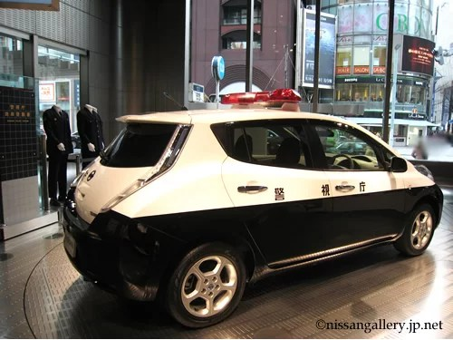 日産銀座ギャラリーに展示されたリーフパトカー