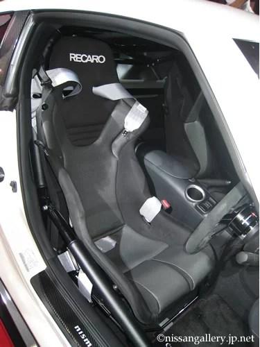 RECARO RS-GSKシートとNISMOレーシングハーネス