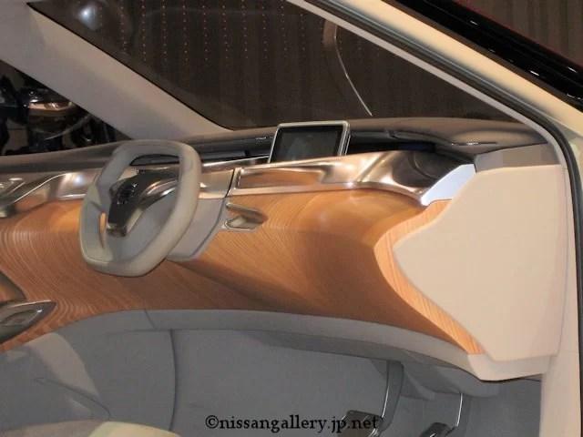 TeRRA(テラ) 運転席にはタブレットを装備