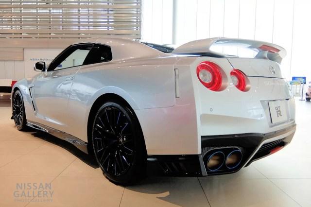 日産 GT-R 50th Anniversary アルティメイトメタルシルバー(#KAB・特別塗装色)