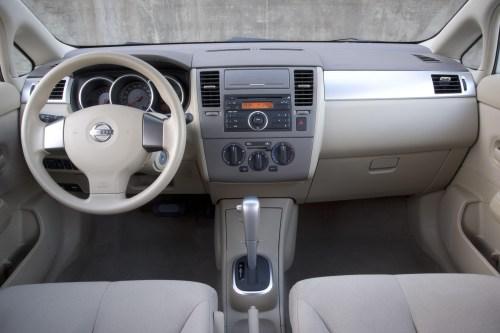 small resolution of 2007 nissan versa fuse box interior
