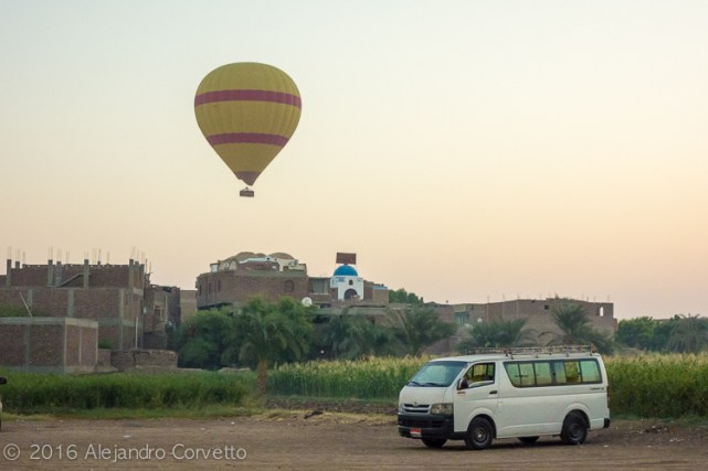 Luxor balloon landing
