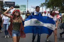 Una vez que la marcha de la JS pasó, los protestantes decidieron desviarse a la Plaza de las Victorias para evitar confrontaciones. Carlos Herrera. Niú