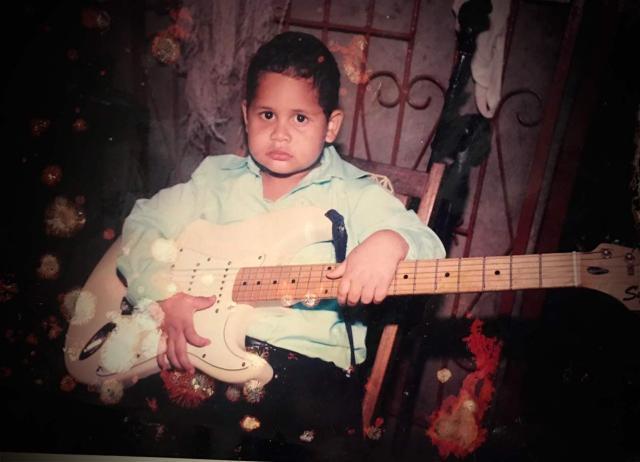 La guitarra es el instrumento musical que Rodrigo Espinoza ama. Cortesía | Niú
