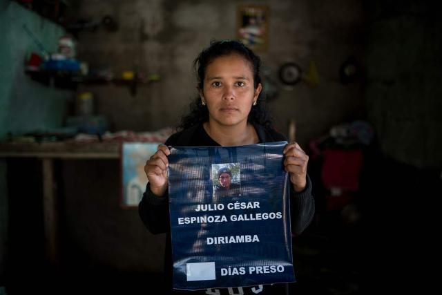 Mildred Quintero, esposa del expolicía, Julio César Espinoza, ahora acusado de terrorismo. Carlos Herrera | Niú