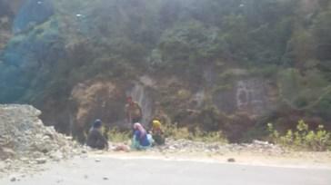 Road Repairing Labour, Joshimath - Badrinath