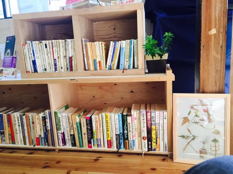 庭文庫の棚