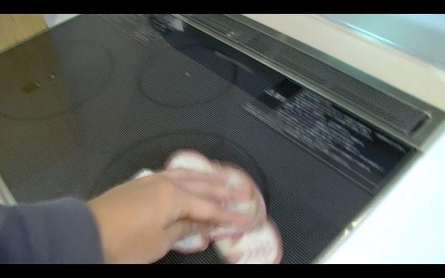 IHコンロを掃除したら水を拭き取る