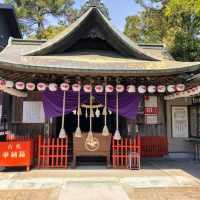 本宮神社 ⇒ きらびやかな朱塗りの拝殿に八咫烏が降臨