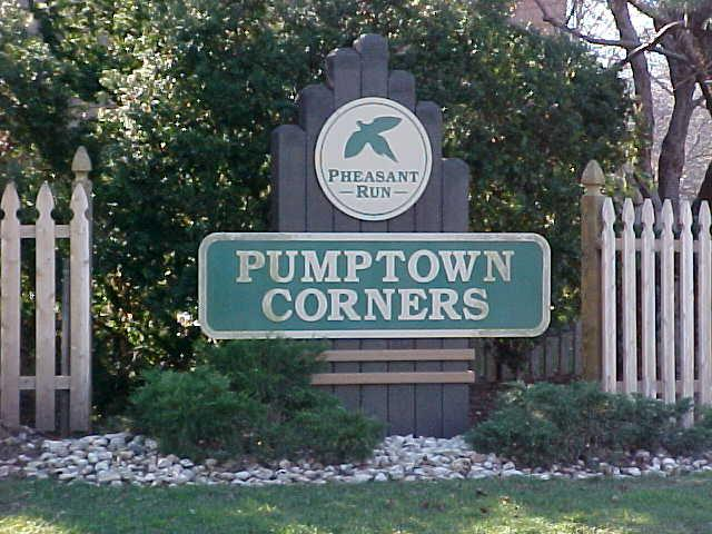 Pumpton Corners Condos Edison Sign