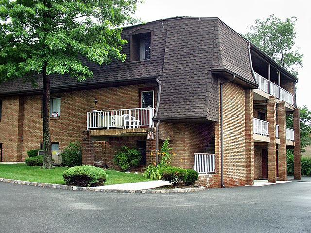 Pompton Lakes The Knoll Condos