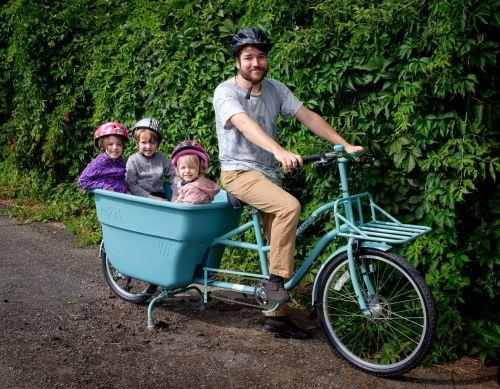 Profile with kids and bike