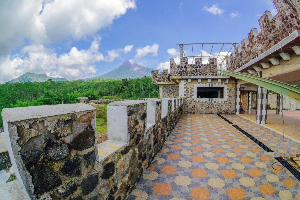 The Lost World Castle Benteng Takeshi Di Kaki Merapi