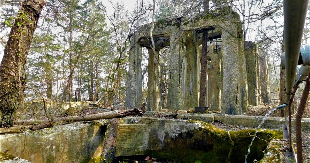 Hiking the Ruins of Estell Manor