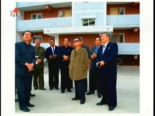 Final guidance at the Mansudae Street apartments. (Photo: Korean Central News Agency)