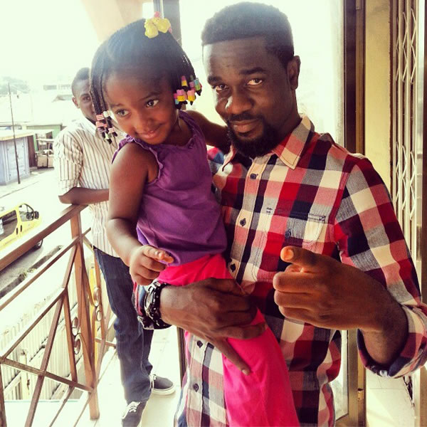 Sarkodie with a kid
