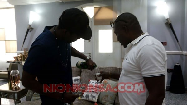 Kwaw and Despite share champaign