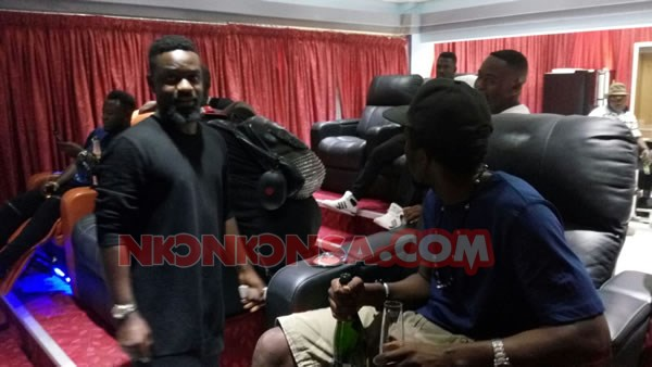 Sarkodie and Kwaw in Despite mansion
